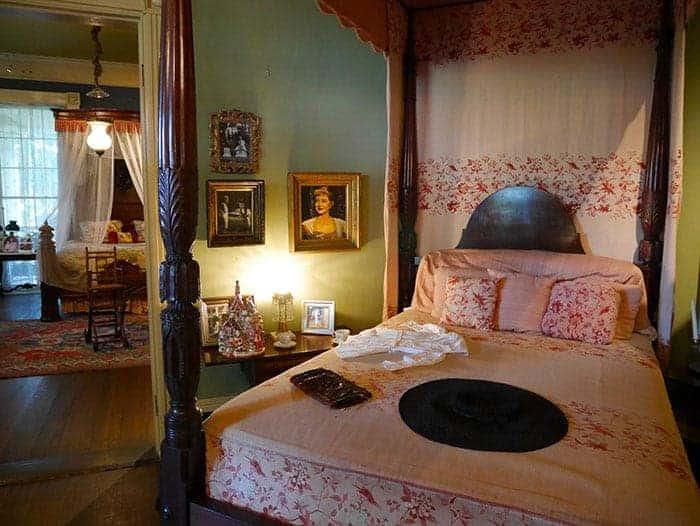 Bette Davis room at Houmas House