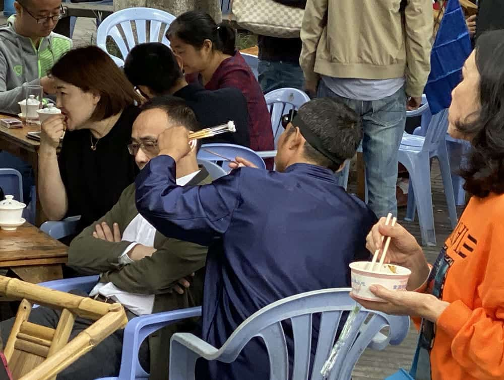 Ear cleaning in People's Park Chengdu