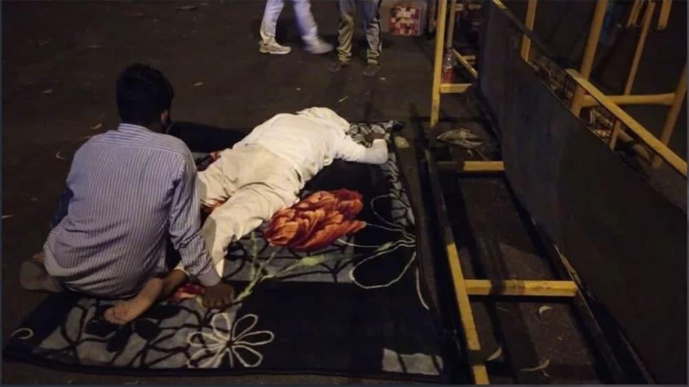 Man needing oxygen in India