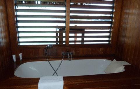 Le Meridien bungalow bathtub