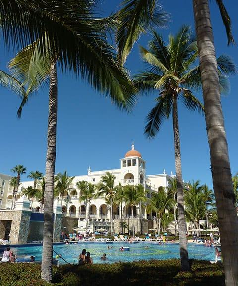 Riu palace pool Cabo