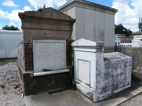 St Louis cemetery Baby tomb