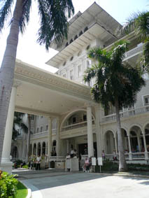 Moana Surfrider entrance - waves out the back!